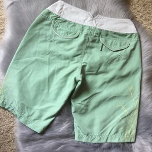 EUC The North Face light green & white midi shorts